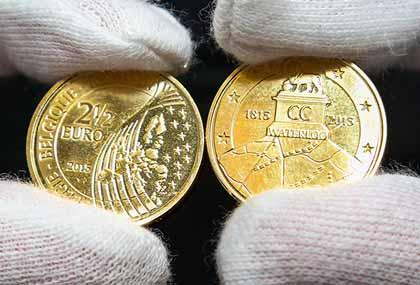 """Монета """"Euro 2/1/2""""?, отчеканенная в честь 200-летия битвы при Ватерлоо"""